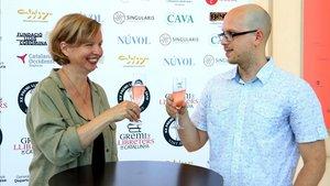 La alemana Jenny Erpenbeck y el barcelonés Pol Beckmann, este lunes, horas antes de recibir el Premi Llibreter.
