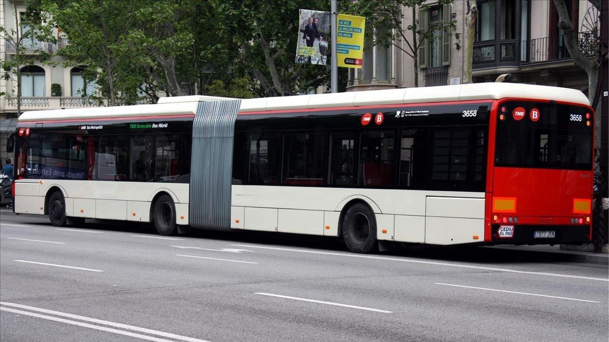 Mor una passatgera d'un autobús per una frenada del conductor