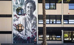 Mural de la bioquimica española Margarita Salas, licenciada en Ciencias Químicas y discípula de Severo Ochoa.