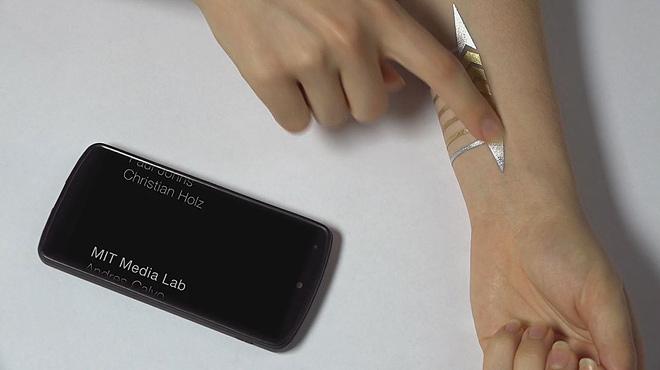 Tatuatges metàl·lics per controlar dispositius mòbils