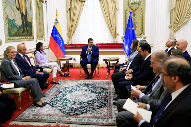 Maduro se reunió con embajadores de la Unión Europea en Caracas