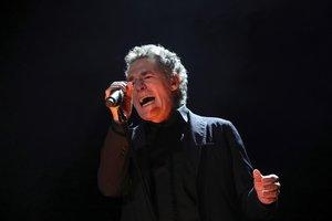 El cantante Miguel Rios durante el concierto que ha ofrecido esta noche en el WiZink Center de MadridEFEJuanJo Martin