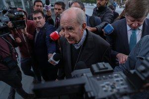 El cardenal chileno Francisco Javier Errázuriz,acudió a declarar ante la Fiscalíapor la investigación penal que le sitúa como un presunto encubridor de abusos sexuales.