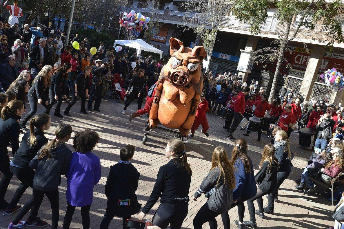 La bestia de fuego Porca presentará en sociedad a su hija, Espurna.