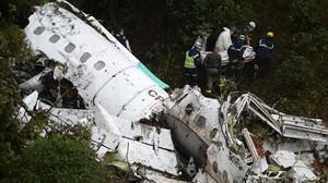 Rescate de víctimas del accidente de avión en Colombia en 2016.
