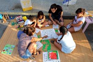 Actividad familiar de la iniciativa 'Domingos, calles sin coches' de Cornellà.