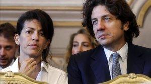 El activista Marco Cappato con la novia deDJ Fabo, Valeria Imbrogno, durante la vista.