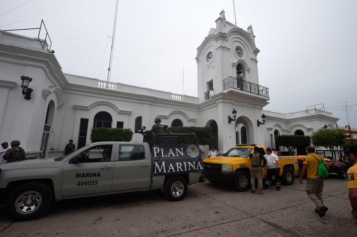 Como preparación del impacto de estos ciclones, el Gobierno de México activó el plan de emergencias para proteger a la población.