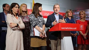 Alcaldes socialistas y concejales metropolitanos presentan el salario mínimo de referencia en la sede del PSC.