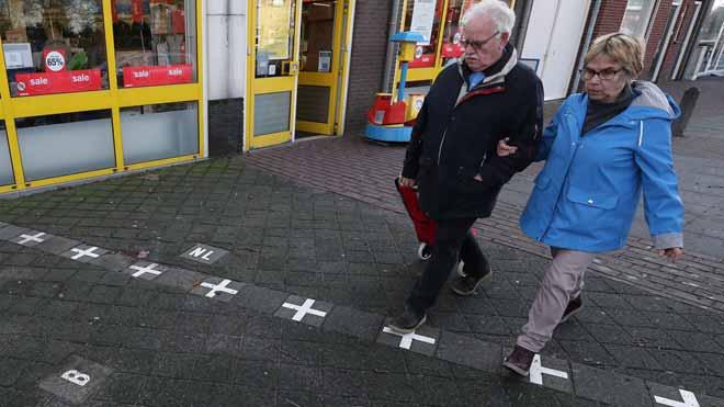 Baarle, un pueblo a medio camino entre Holanda y Bélgica, tiene que hacer uso de marcadores fronterizos.