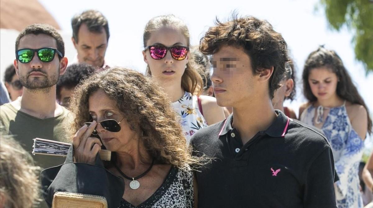 Belinda Alonso, la viuda de nieto, y Hugo, su hijo menor.