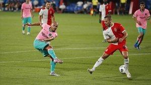 Braithwaite dispara a puerta en el amistoso ante el Girona.