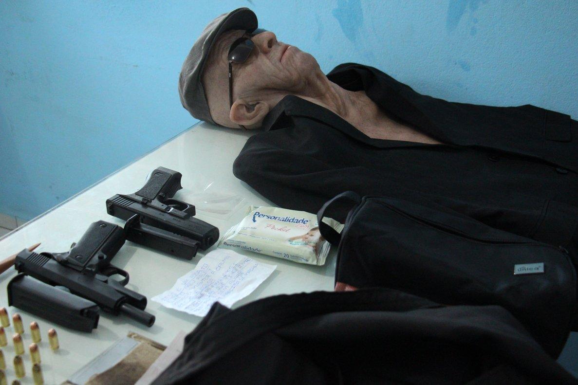El increíble disfraz que usó un ladrón brasileño para robar un banco