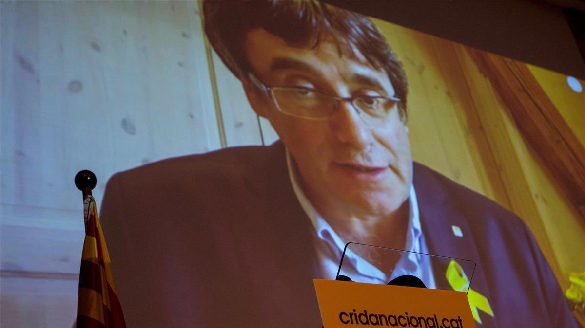 Carles Puigdemont interviene por videoconferencia en un acto de la Crida