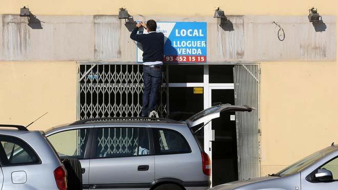 Colau apuesta por que los propietarios asuman el impago de alquileres. En la imagen, un local en alquiler en el barrio de Poblenou, en Barcelona.