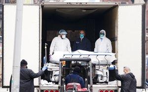 Las autoridades en Nueva York han instalado depósitos de cadáveres móviles en Manhattan y Brooklyn.