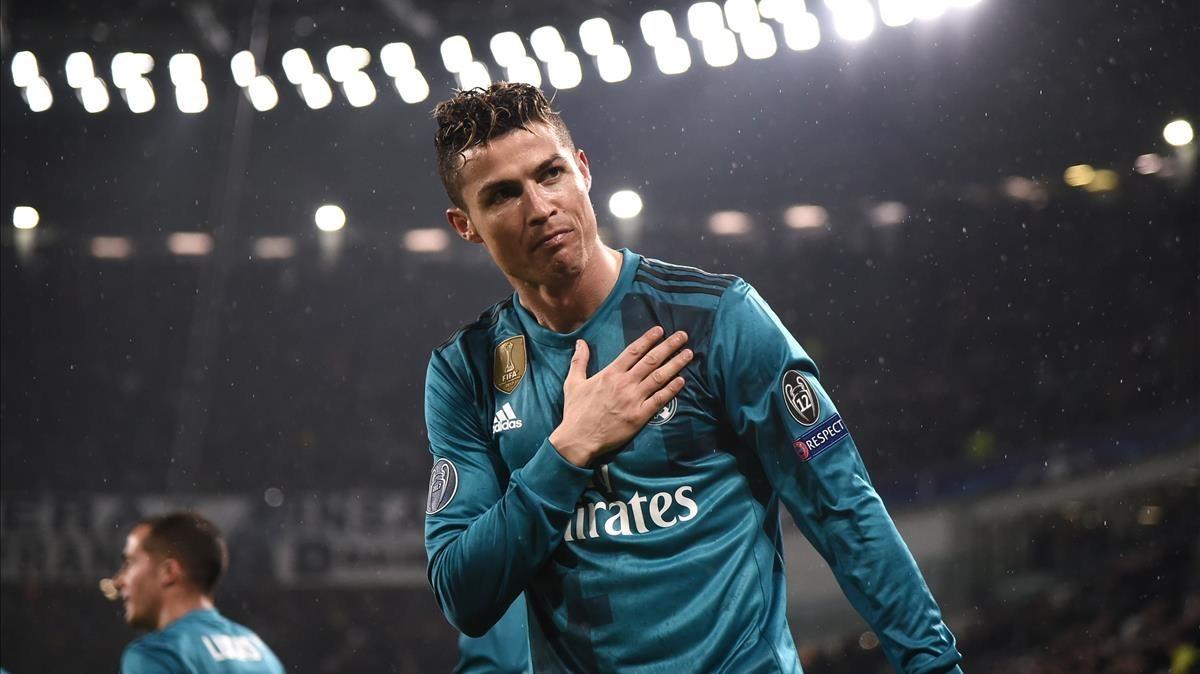 Cristiano Ronaldo festeja un gol en un partido de la Champions League.