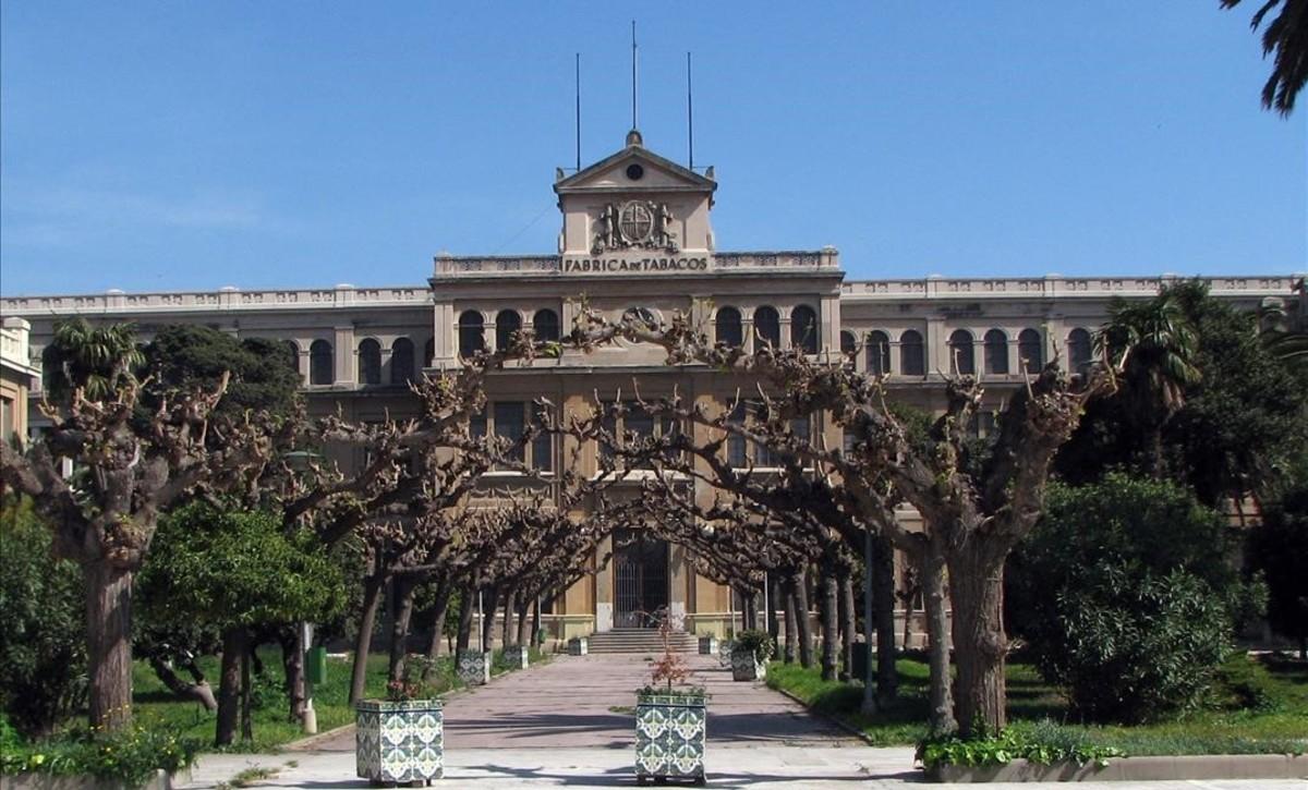 Edificio de la antigua fábrica de la Tabacalera, en Tarragona.
