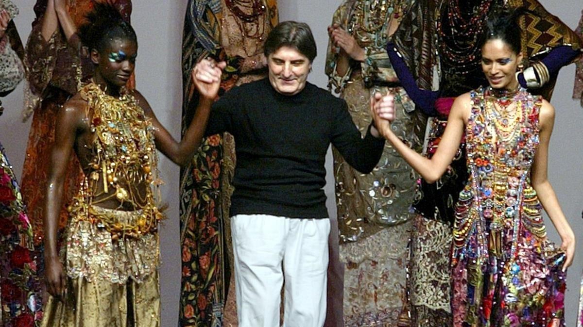 Emanuel Ungaro, durante la presentación de su colección Otoño-Invierno 2002-2003, el 10 de julio del 2002, en París.