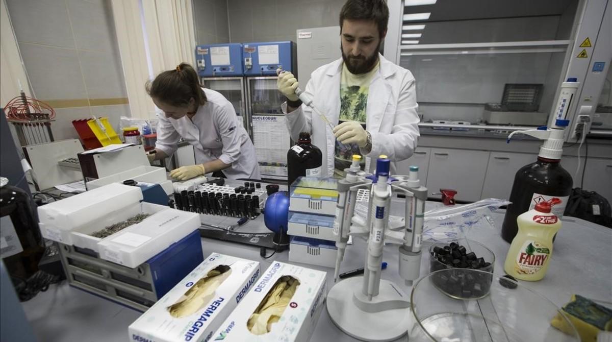 Empleados del laboratorio antidopaje de Moscú, el pasado mes de mayo.