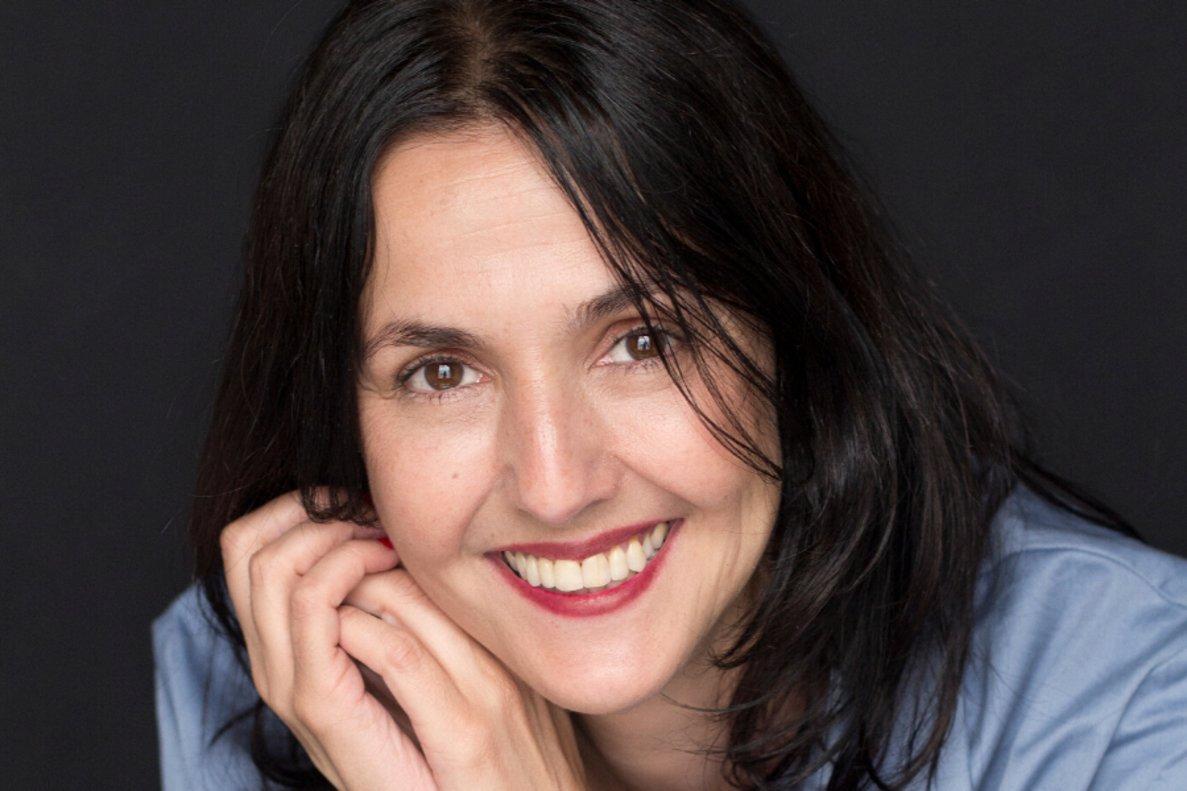 Brenda Chávez, periodista y autora del libro Al borde de un ataque de compras.