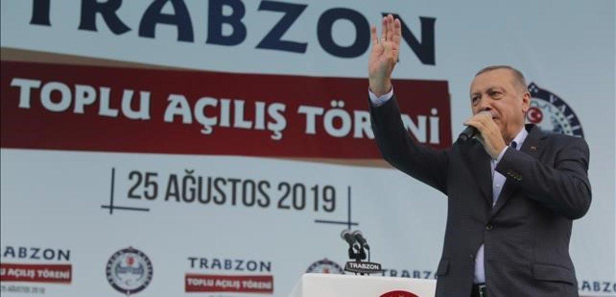 Erdogan se dirige a sus simpatizantes, el pasado domingo, en la Trabzon, junto al mar Negro.