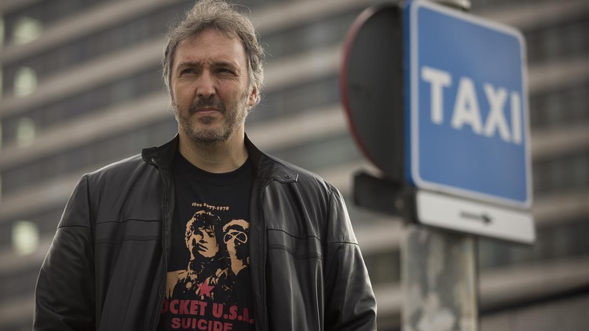 El escritor Carlos Zanón publica 'Taxi'.