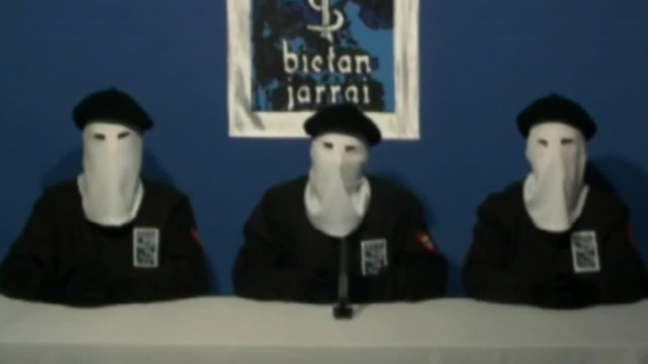 La organización terrorista ETA anunciará su disolución el próximo 5 de mayo en un acto que se celebrará en Bayona.