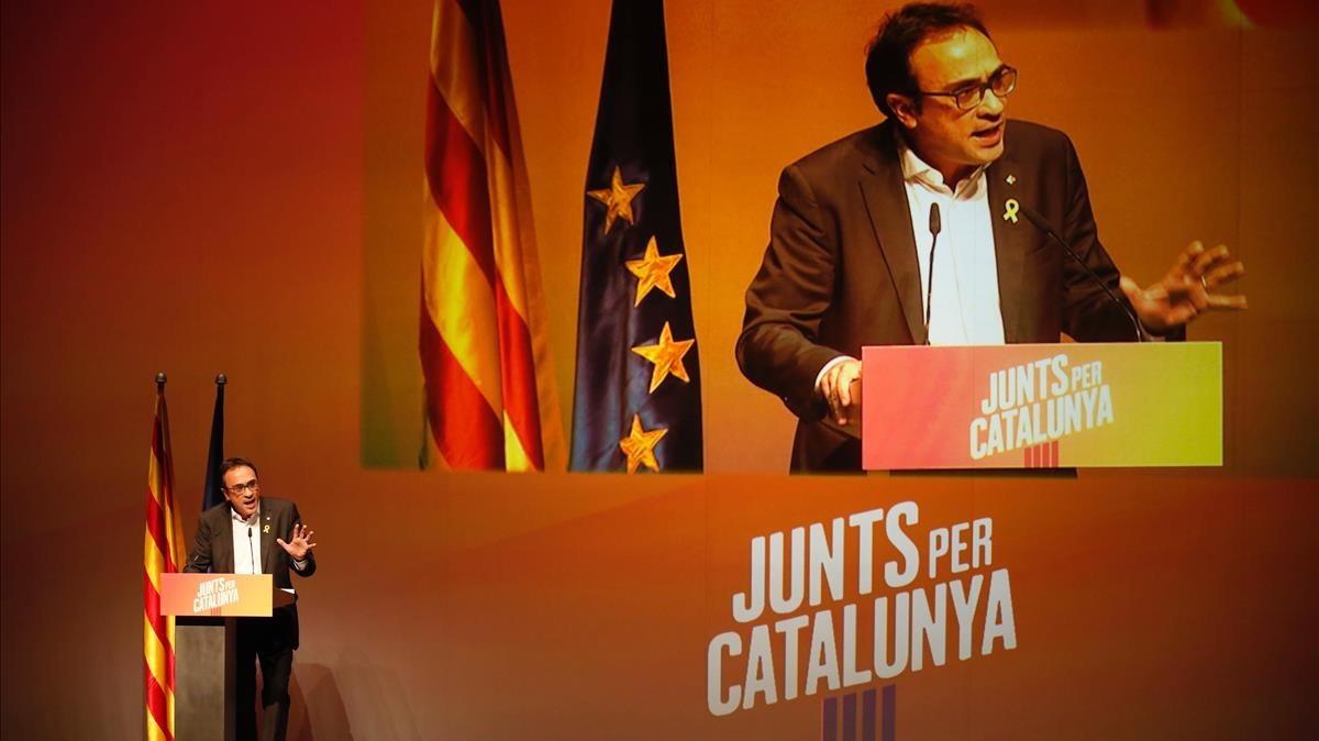 El 'exconseller' Josep Rull interviene en el mitin de Junts per Catalunya de este jueves por la noche en Terrassa.