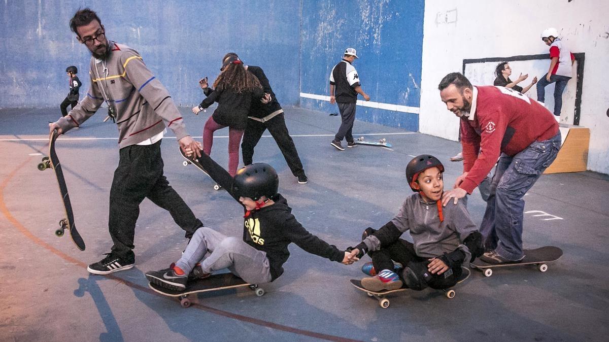 Taller de skate, en el parque dela Trinitat.