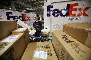 Preparando envíos en Fedex.