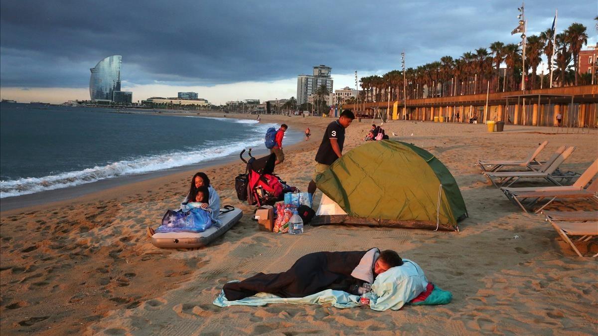 Madrugada en el 'hotel Playa' de la Barceloneta.
