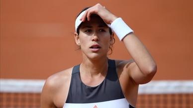 Muguruza cede su corona en Roland Garros entre lágrimas