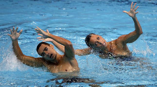 Gemma Mengual y Pau Ribes, durante su actuación en las preliminares de dúo libre mixto en los Mundiales de natación que se disputan en Kazán (Rusia).