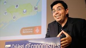 Gerardo Pisarello durante una conferencia en Barcelona.