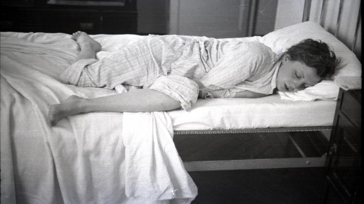 Gerda Taro en la cama, en 1936.