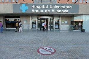 El Hospital Arnau de Vilanova de Lleida, donde está ingresada una mujer que ha dado positivo en coronavirus.