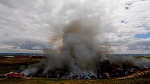 El humo más blanquecino que ha emitido este sábado el incendio de Seseña.