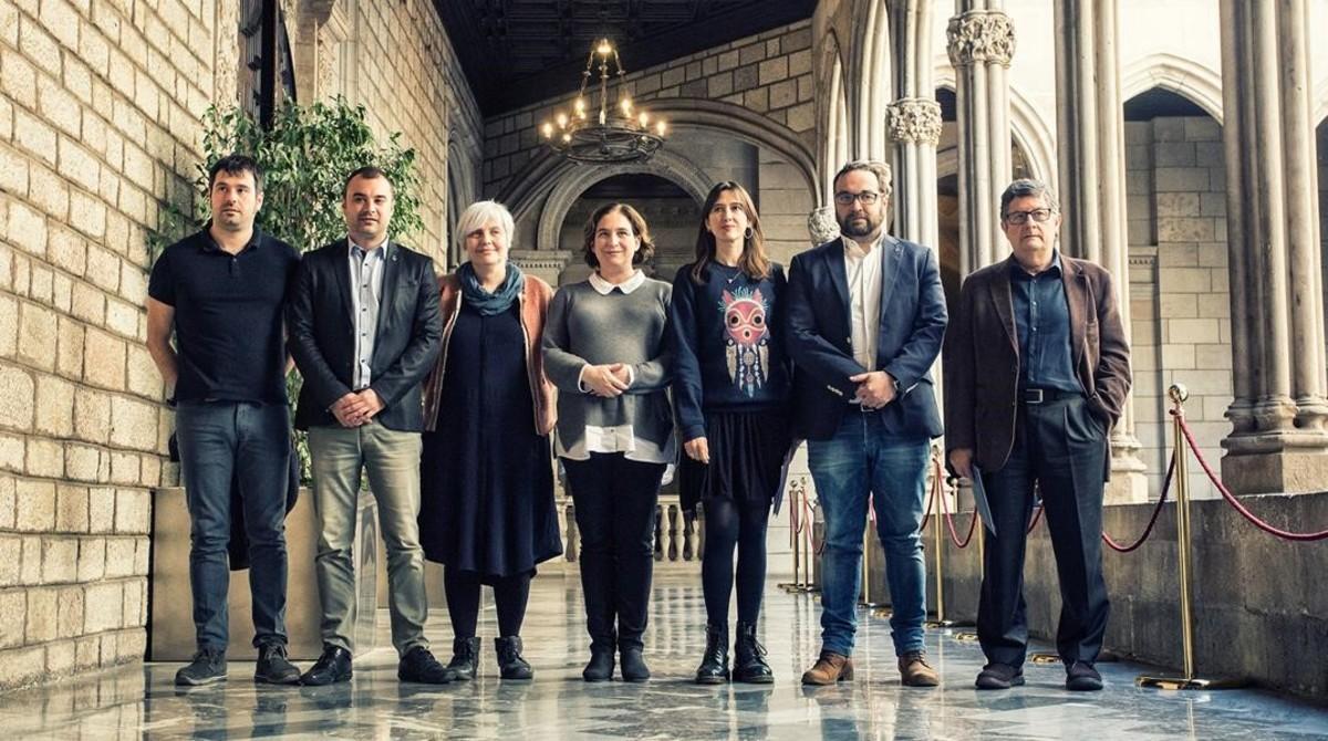 Colau y el resto de alcaldes que se han sumado a la nueva red de municipios.