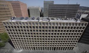 Bloquede la Ciutat de la Justícia con pisos ocupados, en primer plano.