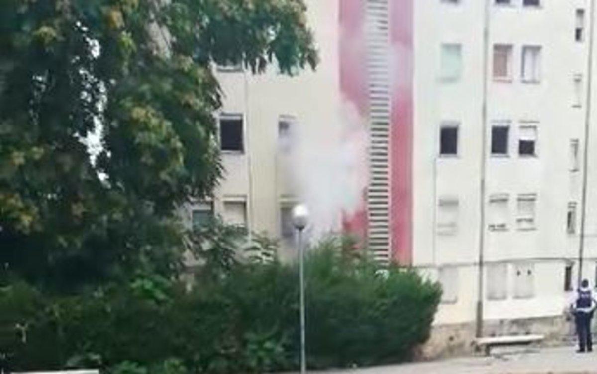 Incendio en un bloque de pisos del barrio de Els Merinals de Sabadell.