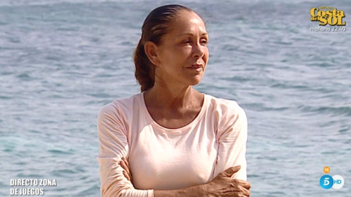 Isabel Pantoja se esconde de la prensa a su llegada a España antes de su reaparición en el plató de 'Supervivientes'