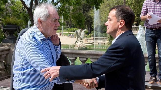 Maragall y Bosch se saludan durante la presentación de la candidatura que el segundo encabezó en las elecciones municipales del 2015.