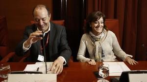 El nuevo director de TV-3, Vicent Sanchis, junto a la presidenta de la CCMA, Núria Llorach.