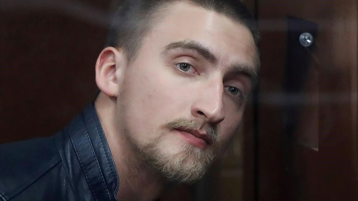 El joven actor Pável Ustinov, ante el juez.