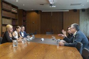 Las alcaldesas de Rubí y Vallirana durante la reunión con Ada Colau