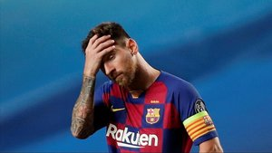 Lionel Messi muestra su pesar por el resultado que se iba consumando en Lisboa.