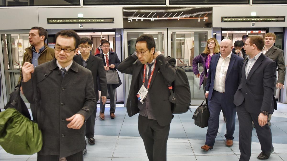 Llegada de asistentes en metro.