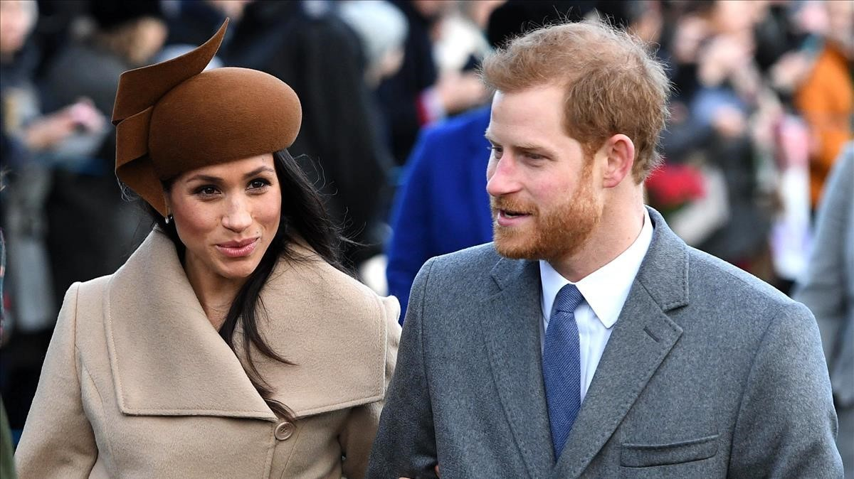 Meghan Markle y el príncipe Enrique, este lunes en Sandringham.