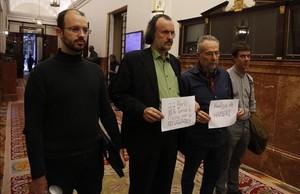 Los cuatro diputados de Podemos en huelga de hambre para protestar contra el acuerdo de la UE y Turquía sobre los refugiados.